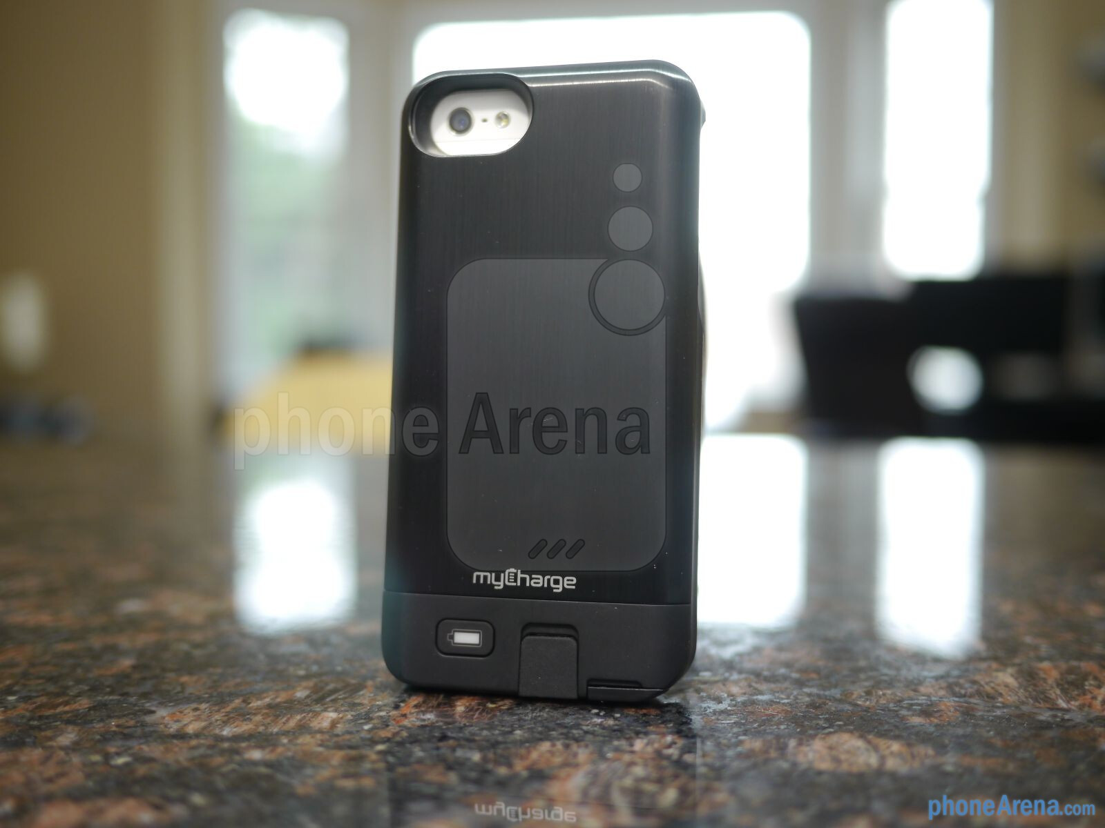 myCharge Freedom 2000 iPhone 5 battery case hands-on : PhoneArena ...
