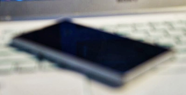 Sony i1 Honami cameraphone leaks in a blurry pic, awesome spec sheet in tow
