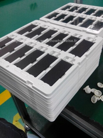 Claimed Apple iPhone 5S batteries snapped on the conveyor belt