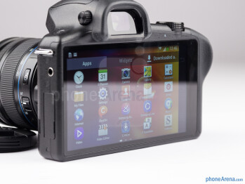 The Samsung Galaxy NX offers a huge 4.8-inch 720p HD display