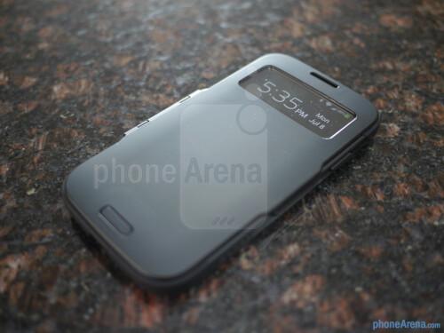 Spigen Slim Armor View Case for the Samsung Galaxy S4 hands-on