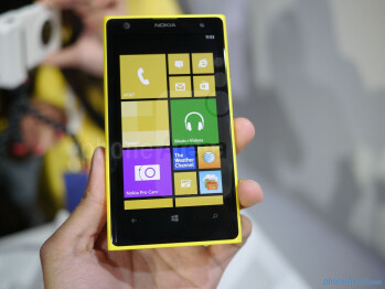 The Nokia Lumia 1020 features a 4.5-inch 768 x 1280 (WXGA) PureMotion HD+ panel with Gorilla Glass 3.