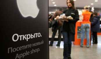 Apple dealt another blow in Russia: third major carrier quits selling iPhone, signs with Samsung