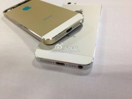 iPhone Gold on top of iPhone 5S in white