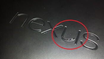 A new Nexus 7 shows problems with the build quality after 10 minutes of use