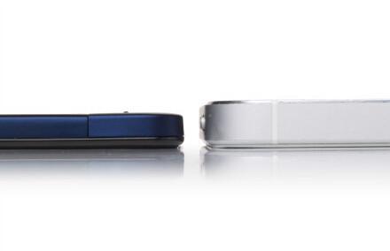 Vivo X3 (left) vs iPhone 5 (right)