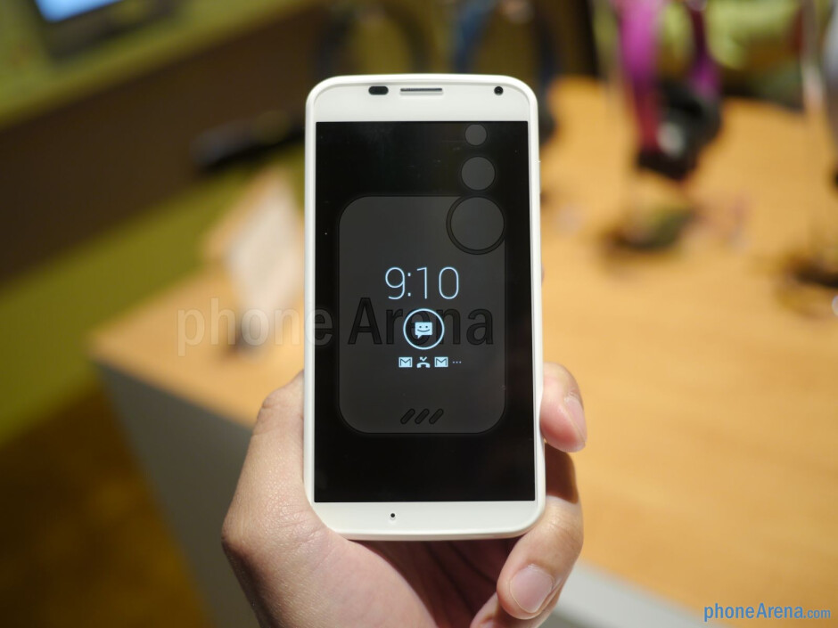The Moto X features a 4.7-inch 720p AMOLED display. - Motorola Moto X hands-on