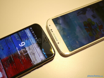 Motorola Moto X vs Samsung Galaxy S4 first look