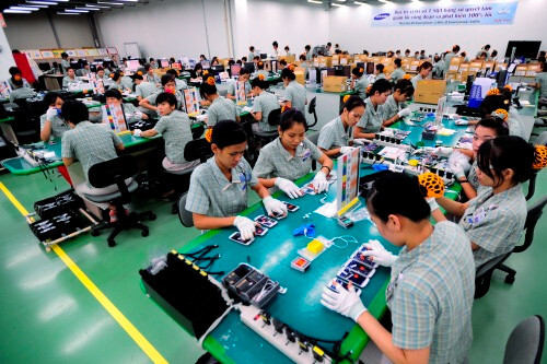 Smartphone assembly factory in Vietnam - Upcoming Nexus 5 to be based on the LG G2 minus the back buttons