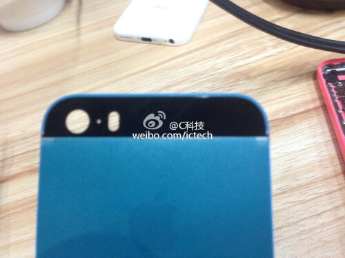 'Unpainted' iPhone 5S and 5C chassis shown out, gold 5S version meant for Chinese market