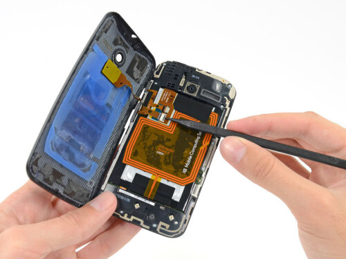 Motorola Moto X gets the teardown treatment and shows off the X8 SoC