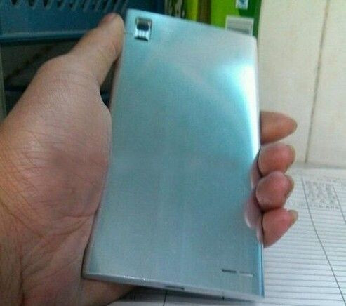 The back cover of the Huawei Honor 3 - Huawei Honor 3 to be unveiled on August 28th?