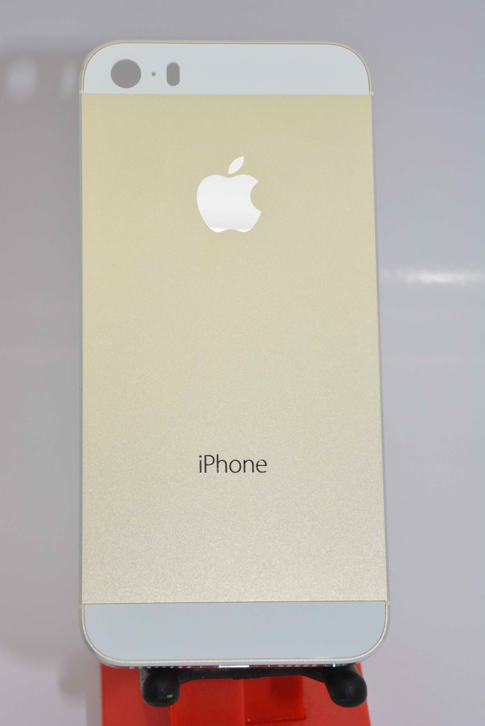 First high-res images of champagne gold Apple iPhone 5S ...