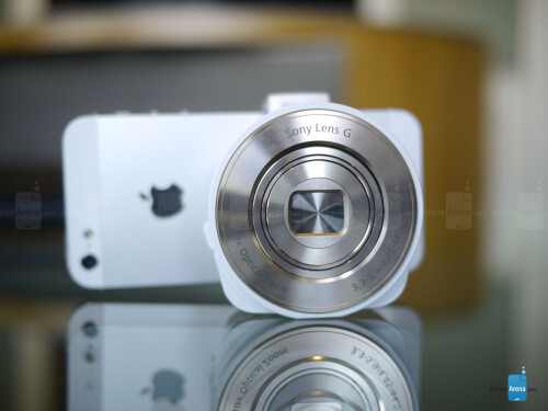 Sony Cyber-shot DSC-QX10 hands-on photos