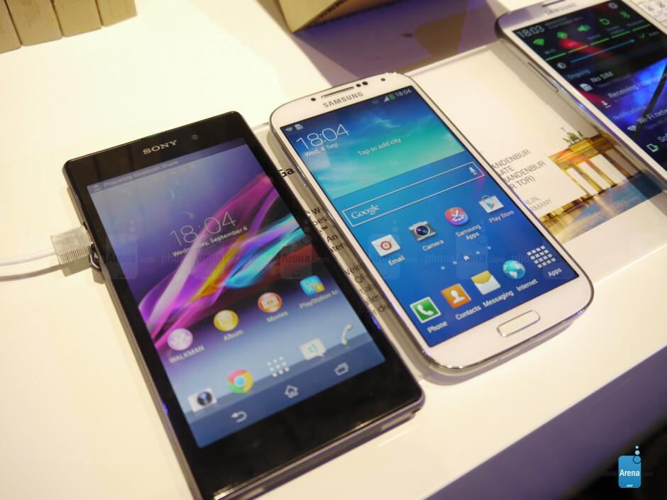 Sony Xperia Z1 vs Samsung Galaxy S4 - Sony Xperia Z1 vs Samsung Galaxy S4: First look