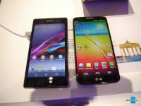 Sony-Xperia-Z1-vs-LG-G2-21