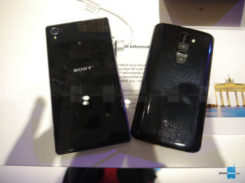 Sony Xperia Z1 vs LG G2 - first look