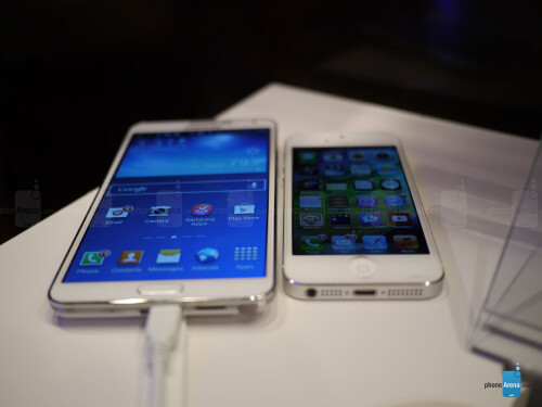Samsung Galaxy Note 3 vs Apple iPhone 5: first look