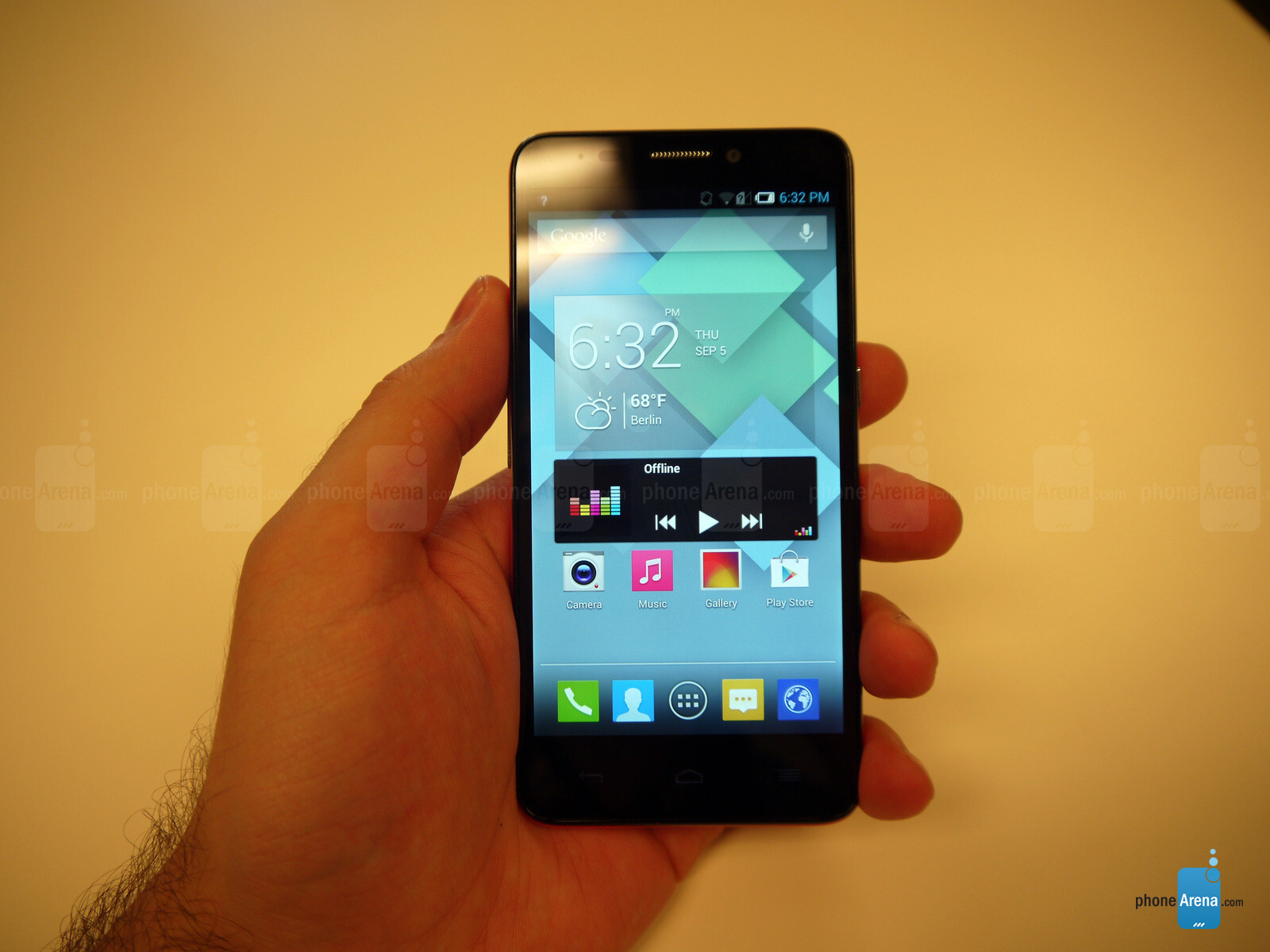 Alcatel One Touch Idol mini Hands-on | PhoneArena reviews