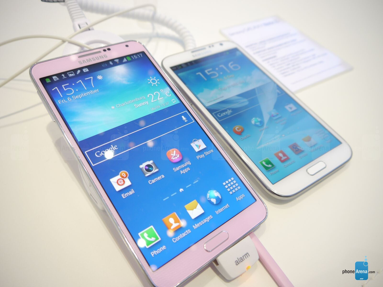 http://i-cdn.phonearena.com/images/articles/95307-image/samsung-galaxy-note-3-vs-note-2-4.JPG.jpg