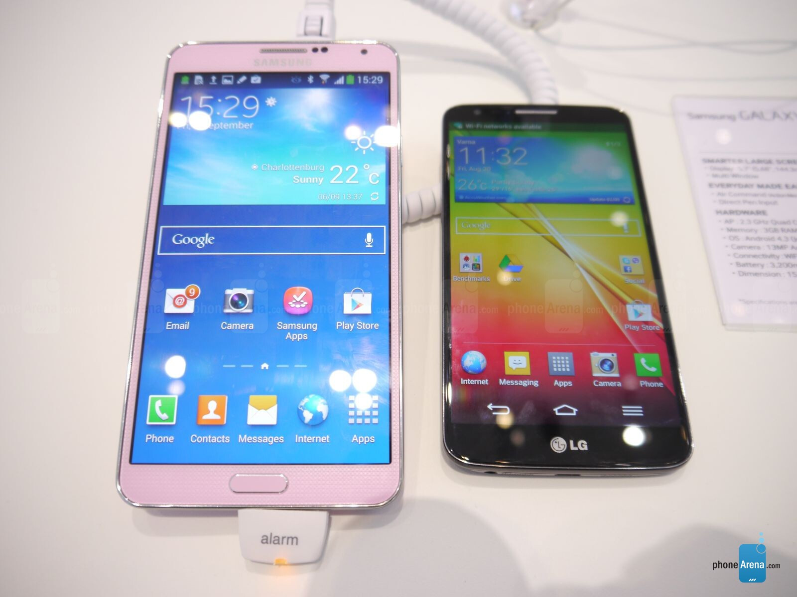 samsung galaxy note 3 vs lg g2 first look. Black Bedroom Furniture Sets. Home Design Ideas