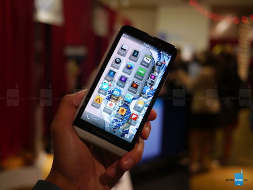 BlackBerry Z30 hands-on photos