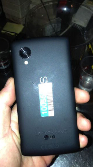 Nexus 5 was photographed left  in a  bar