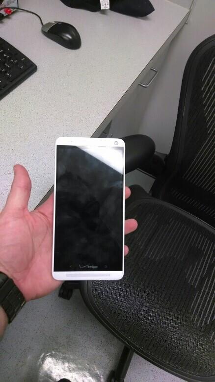 Verizon branded HTC One Max photographe