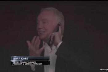 Billionaire Jerry Jones and his flip phone