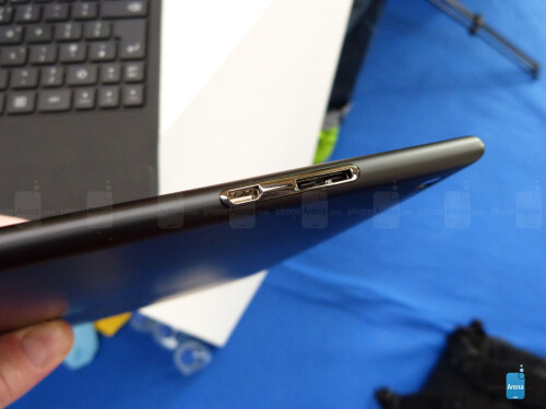 Nokia Lumia 2520 images