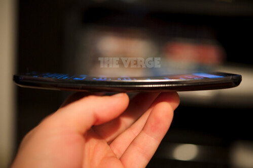 LG G Flex appears in the flesh