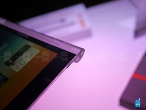 Lenovo Yoga Tablet 8-inch hands-on photos