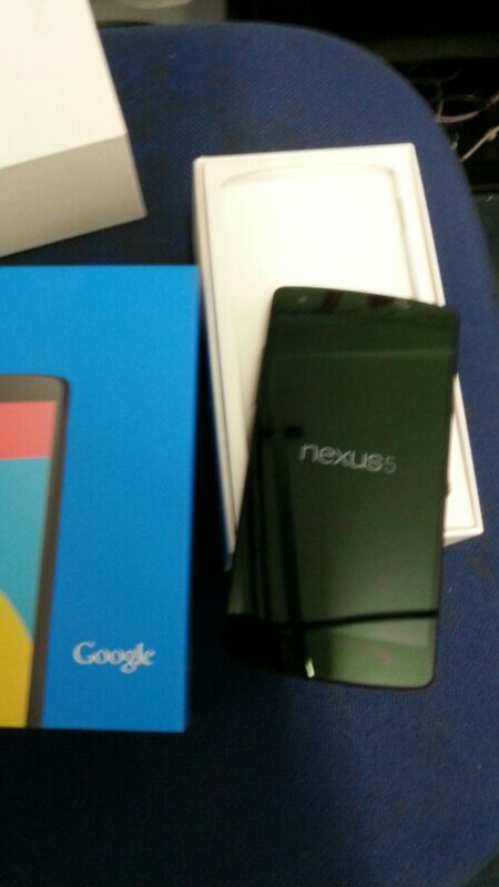 First unboxed Nexus 5 image continues the never-ending tease