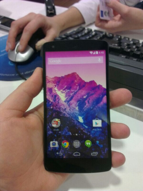 Nexus 5 appears in the flesh