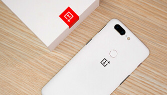Beautiful in Sandstone White: We unbox the latest OnePlus 5T