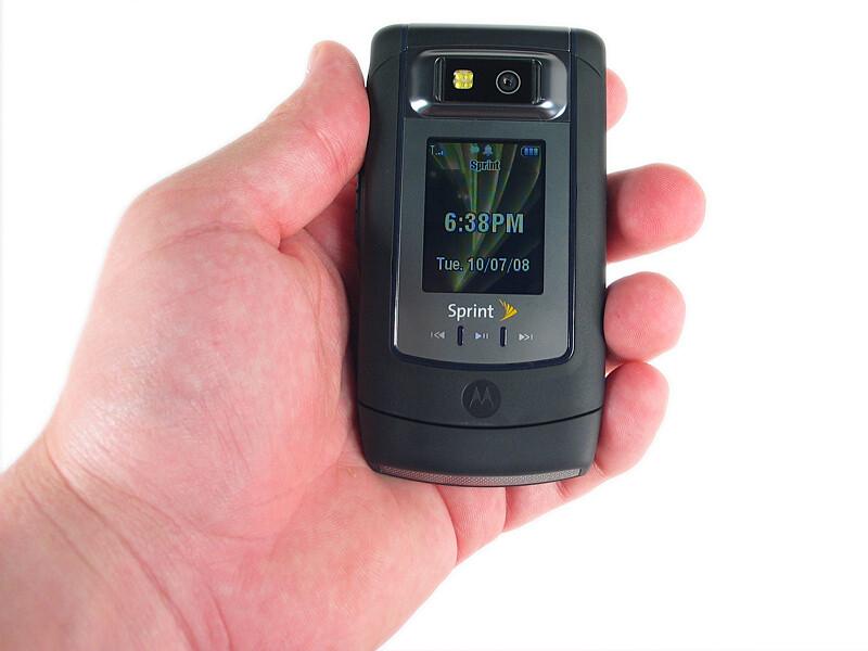 motorola renegade v950 photos rh phonearena com Motorola Flip Phone Motorola Renegade V950 SD Card