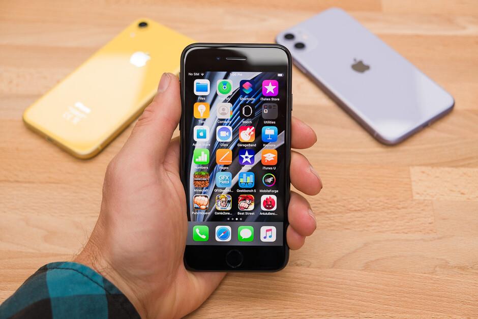 Apple iPhone SE (2020) vs iPhone 11 vs iPhone XR