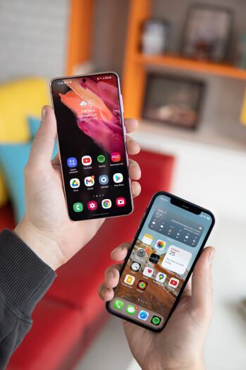 Samsung Galaxy S21 vs Apple iPhone 12