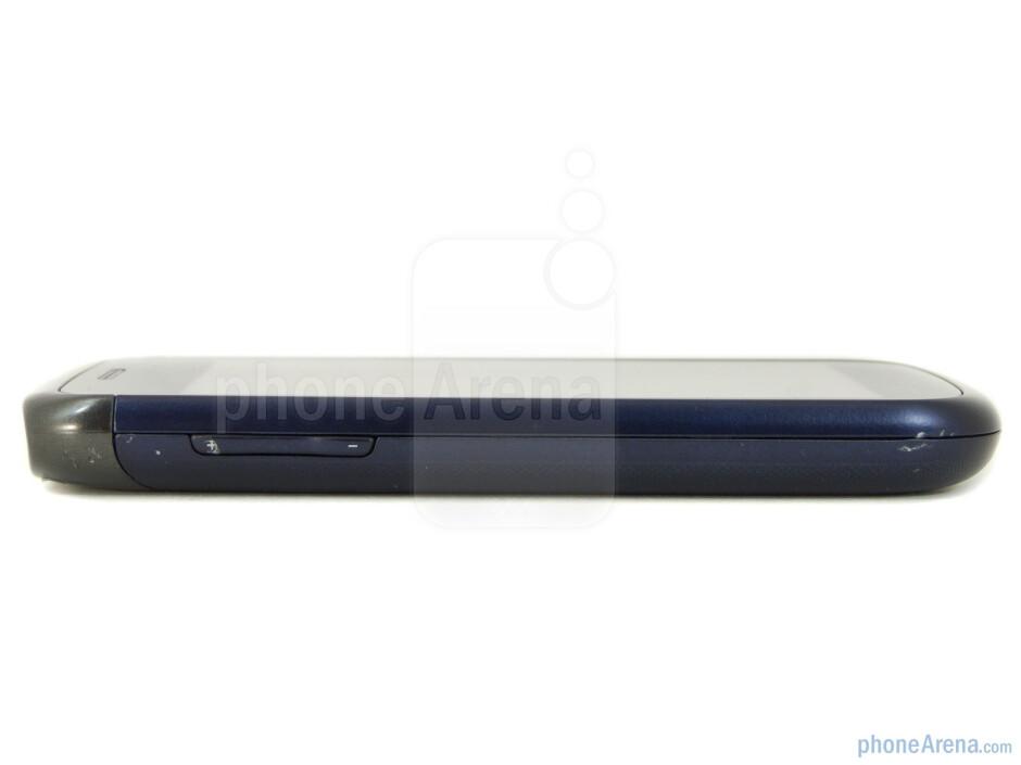 Volume keys (left) - Samsung Exhibit II 4G Review