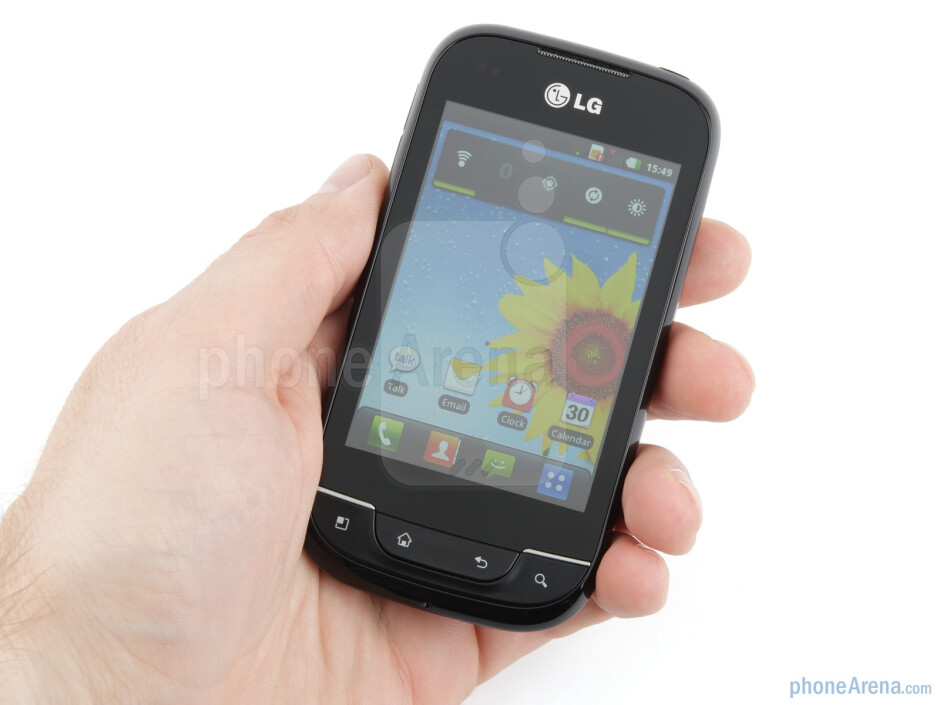The tapered edges and rounded corners do give the LG Optimus Net some ergonomic feel in the hand - LG Optimus Net Review