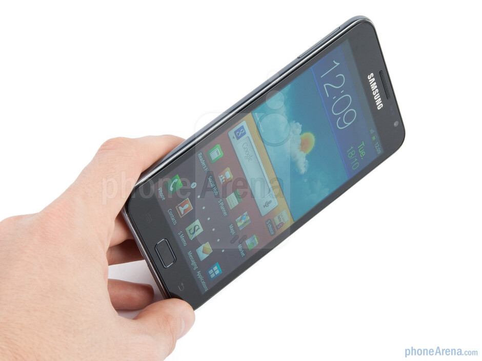 The Samsung GALAXY Note is gigantic and designed for the biggest of hands - Samsung GALAXY Note Review