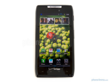Viewing angles of the Motorola DROID RAZR - Motorola DROID RAZR Review