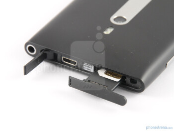 microSIM card and microUSB port up top aside the 3.5mm headphone jack - Nokia Lumia 800 Review