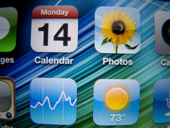 Closeup shots of the displays of the HTC Rezound (left), Motorola DROID RAZR (middle) and Apple iPhone 4S (right) - HTC Rezound Review