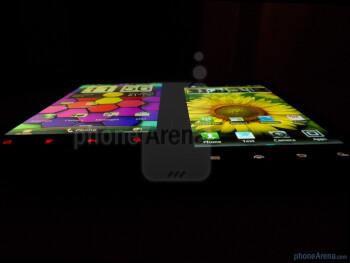 Motorola DROID RAZR (right) and HTC Rezound (left) - Motorola DROID RAZR vs HTC Rezound