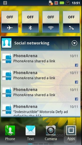 Motorola DROID RAZR runs Android 2.3.5 - Motorola DROID RAZR vs Samsung Galaxy S II