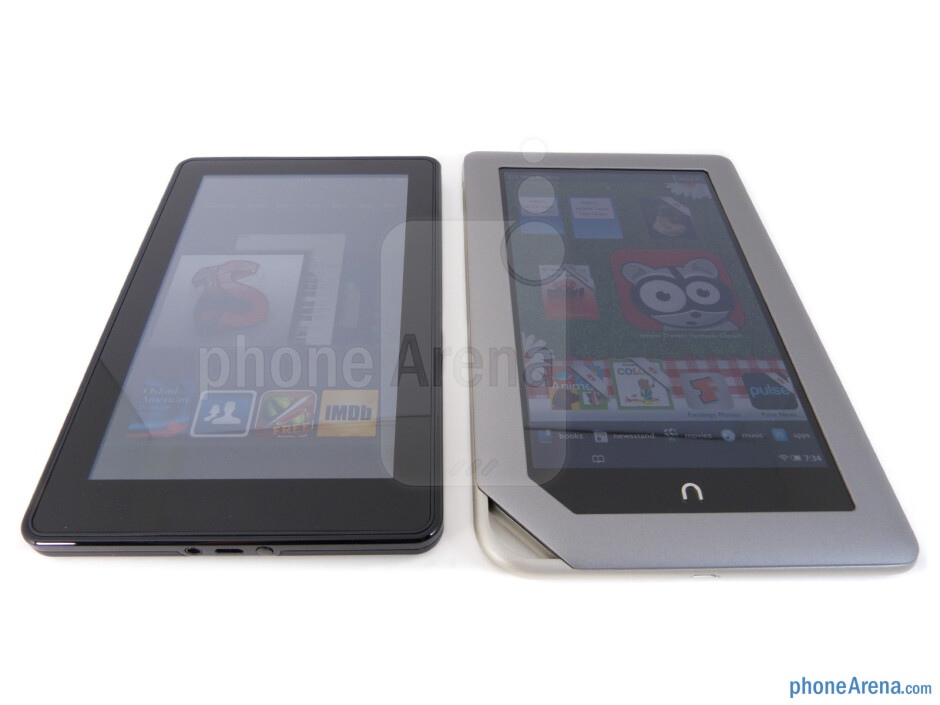 """Both the Amazon Kindle Fire (left) and the Nook Tablet (right) sport the same size 7"""" 1024 x 600 IPS displays - Amazon Kindle Fire vs NOOK Tablet"""