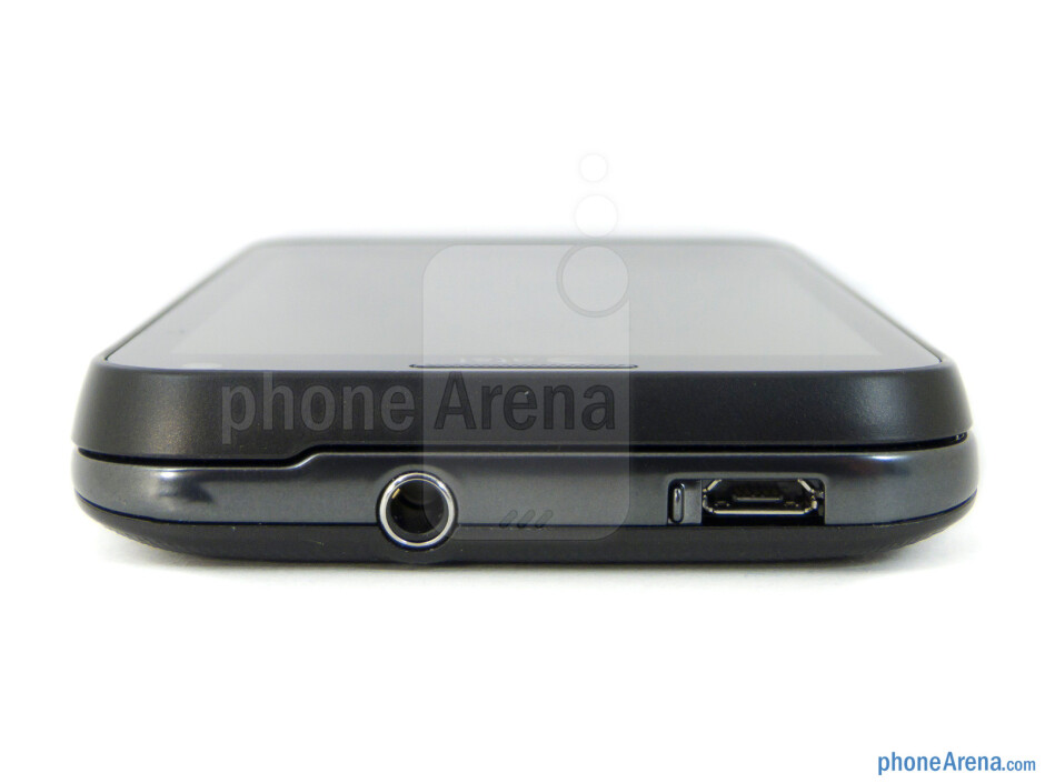 microUSB port and 3.5 jack (top) - Samsung Captivate Glide Review