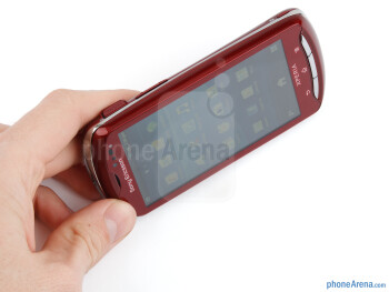 The Sony Ericsson Xperia pro can be called a looker - Sony Ericsson Xperia pro Review