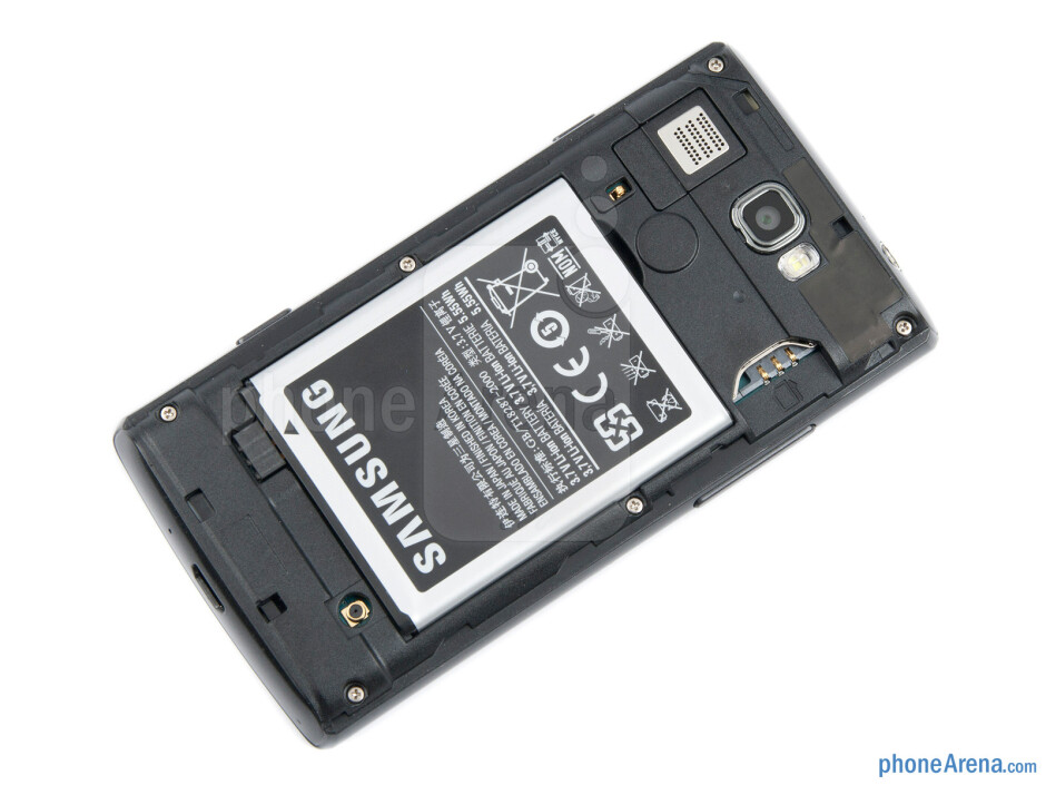 Battery compartment - Samsung Omnia W Review